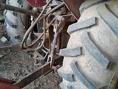 东方红704拖拉机
