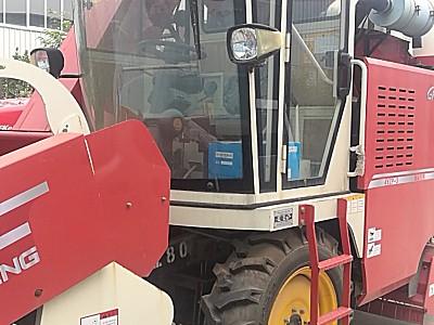 润丰4YZP-3自走式玉米收获机