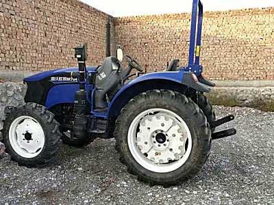 雷沃M704B拖拉机