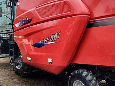 东方红4LZ-8小麦收割机