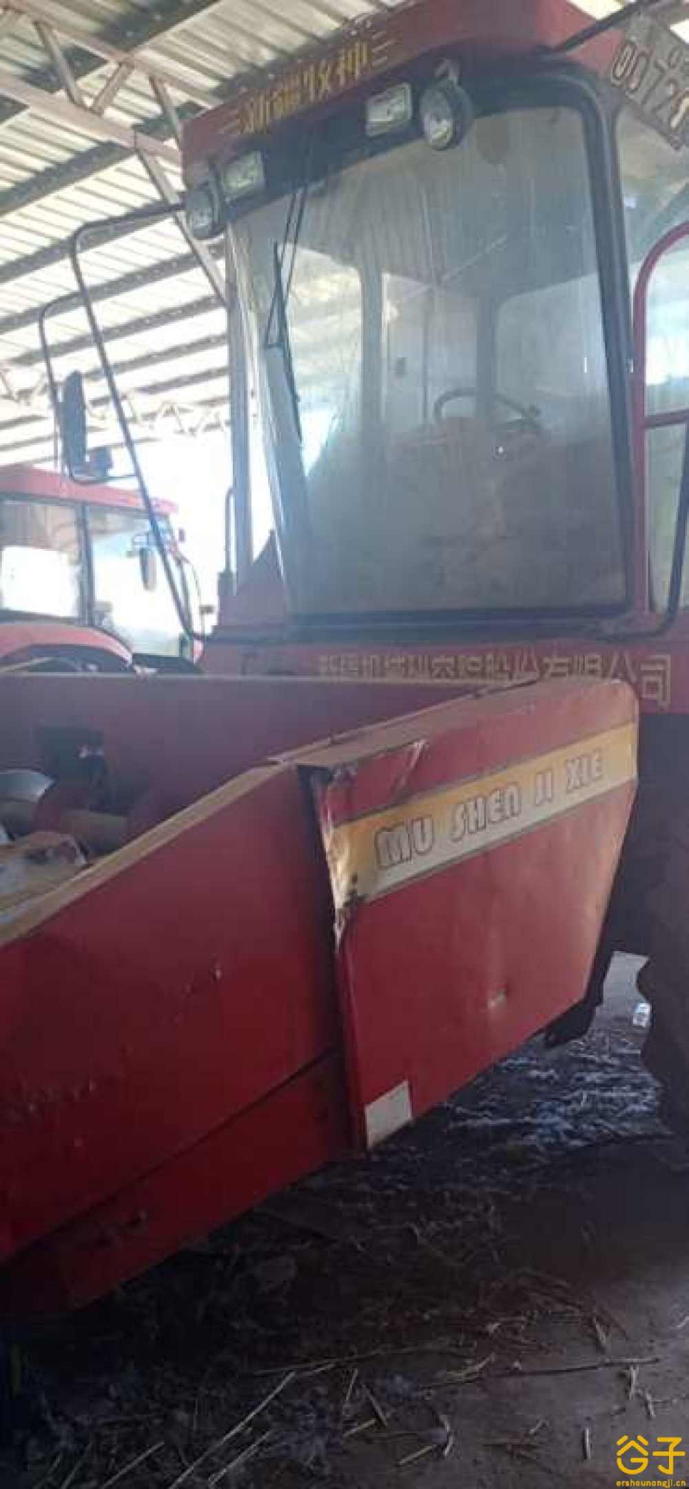 新疆牧神2400自走式玉米联合收获机