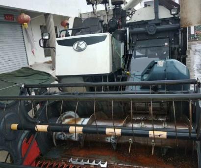 久保田758履带式联合收割机