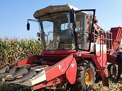 雷沃四行玉米收割机