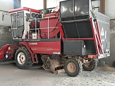 福格森4YZ-4C自走式玉米收获机