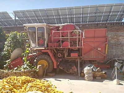 雷沃4YZ-3H自走式玉米收割机