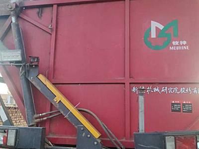 新疆牧神小八自走式玉米联合收获机