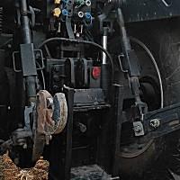 東方紅LF2204銳智系列動力換擋拖拉機