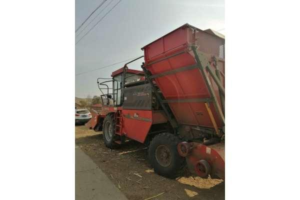 新疆牧神Y8玉米收割机