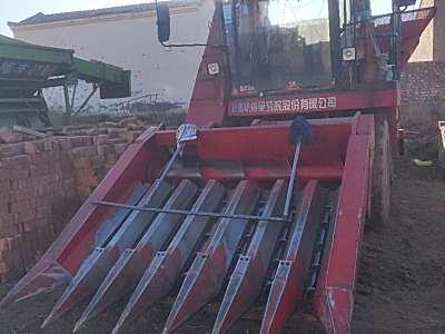 新疆牧神4YZB-7自走式玉米收割机
