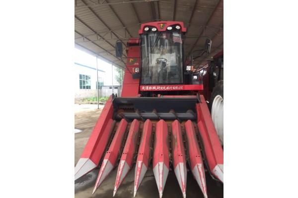 新疆牧神4YZ-7自走式玉米联合收获机